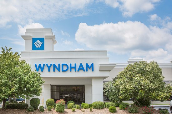 Wyndham Riverfront Little Rock: Hotel Front