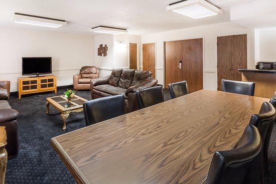 Wyndham Riverfront Little Rock: Decantillon Hospitality Suite
