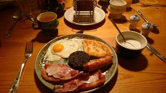 Port Askaig, UK: A lavish breakfast- Full scottish breakfast to spoil yourself