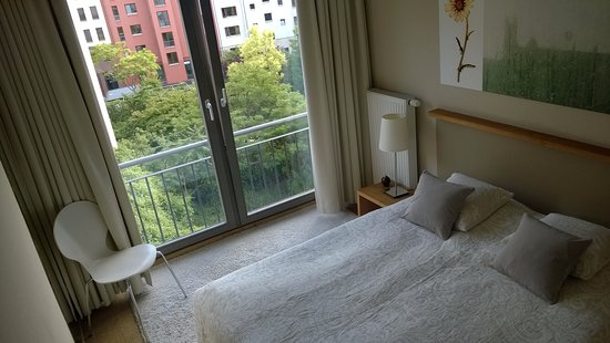 schlafzimmer bild fr n flower 39 s boardinghouse mitte berlin tripadvisor. Black Bedroom Furniture Sets. Home Design Ideas