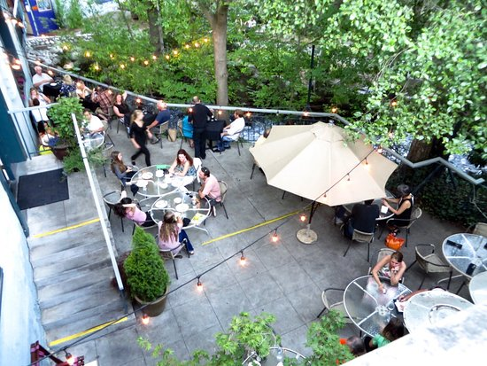Thai Pepper: Outdoors seating - below street level