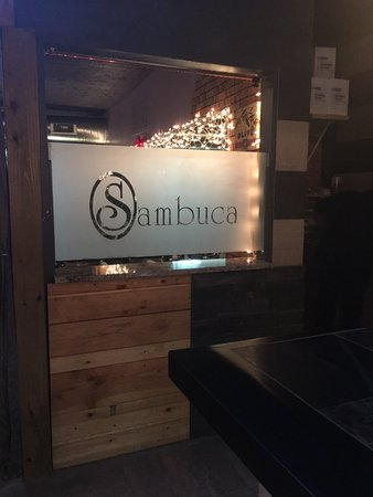 East Rochester, NY: Bar looking into dining