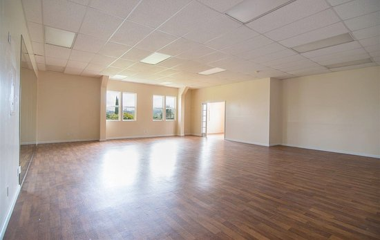 Makawao, HI: Front Studio has spring wood flooring