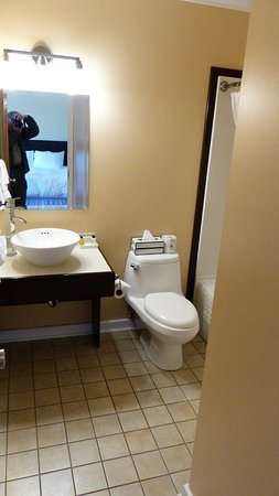 St. Anthony, Canada: Bathroom in hotel