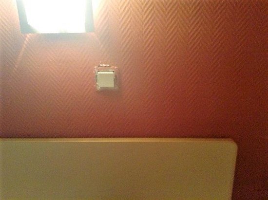 Hotel Windsor: The light switch above the bed