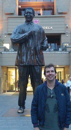 Sandton, Sydafrika: Estátua do Nelson Mandela na praça
