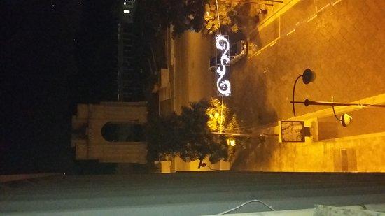 Monumento ai Caduti in guerra - Arco di Trionfo: 20161209_222038_large.jpg