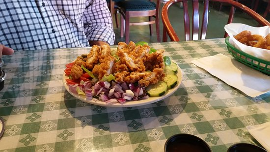 Moodus, CT: Nice relaxing lunch....food great.  Have been several times and never a bad meal.