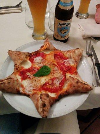 Oleggio, Italie : La specialità del pizzaiolo