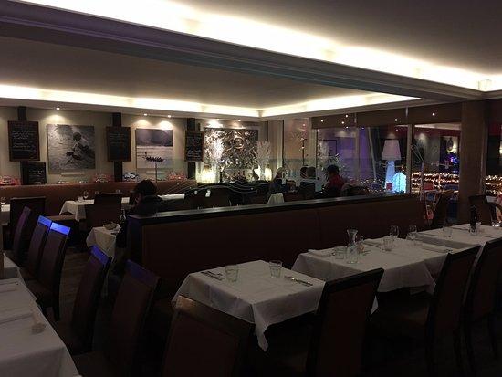 Le Quai : The view across the restaurant