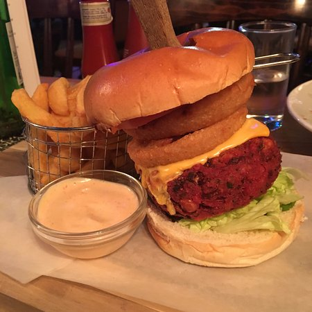 Broughton in Furness, UK: Beetroot and chickpea burger - MUST ORDER!