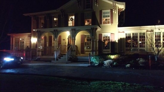 Fayetteville, NY: Front of the Inn.