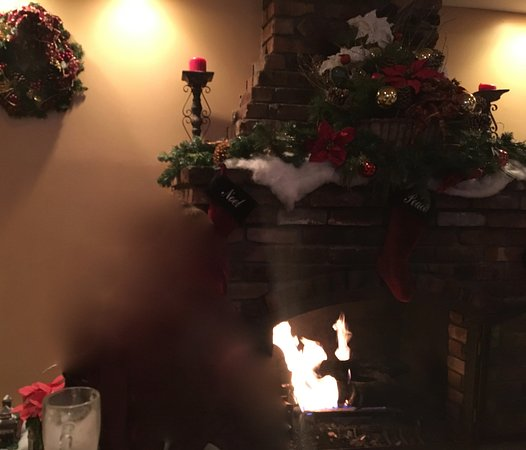 Michelino's Restaurant: Beautiful fireplace - lovely ambiance - great service