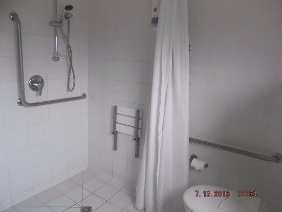 Havelock North, New Zealand: Large shower area.