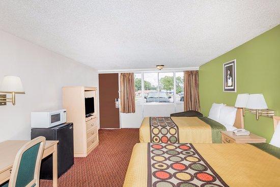Knights Inn Statesboro: Two Full Size Bedroom