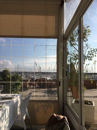 El Capita: Vista de la terraza cubierta. Te recomiendo no ponerte justo en la ventana: hará mucho calor
