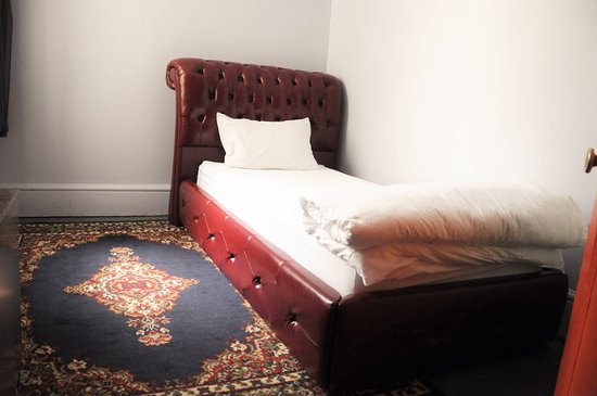 Backpackers Imperial Hotel: Single Room
