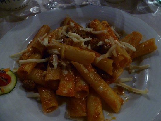 Vecchia Fattoria: rigatoni alla carrietiera--red sauce with sausage