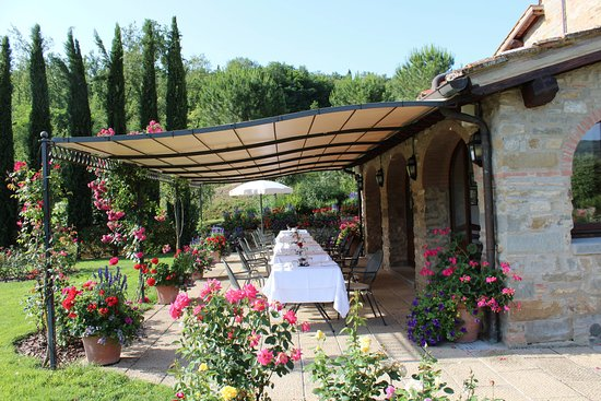 Castiglion Fiorentino, Italy: Individual table settings for dinner