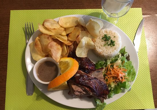 Chilly-Mazarin, France : Le Samedi vous pouvez manger du cochon de lait mais réservez à l'avance ça part très vite, c'est