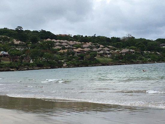 جيمباران, إندونيسيا: View Towards Four Seasons Hotel on This Beach!