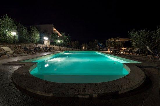 Colle San Giovanni: Piscina di Notte