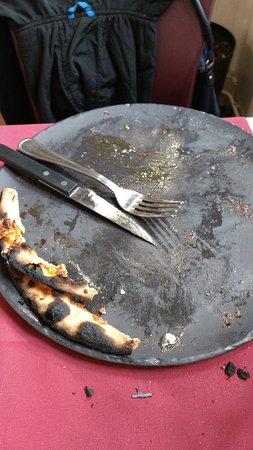 La moitié du contour de la Pizza était carbonisée...