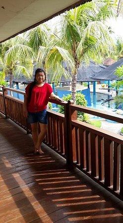 Melka Excelsior Resort Hotel: Melka. Satu satunya hotel di daerah Lovina yg memiliki dolphinnya di dalam hotel. Ada poll. Anak