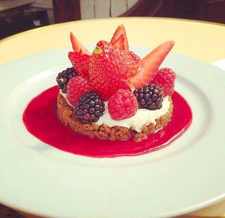 Le Bistrot du Peintre : Tartellette spéculos, fruits rouges, mascarpone