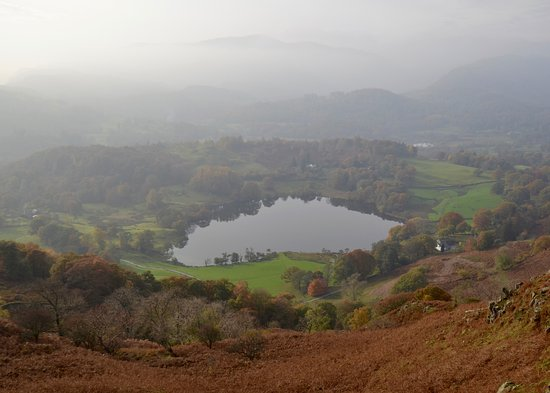 Ambleside, UK: Loughrigg Tarn on the way down