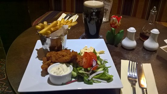 Galashiels, UK: Spicy chicken goujons are gorgeous at the King's Knowse.