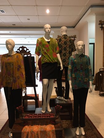 Display in the shop building - Picture of Museum Batik Danar Hadi ... c6db7ccf6c