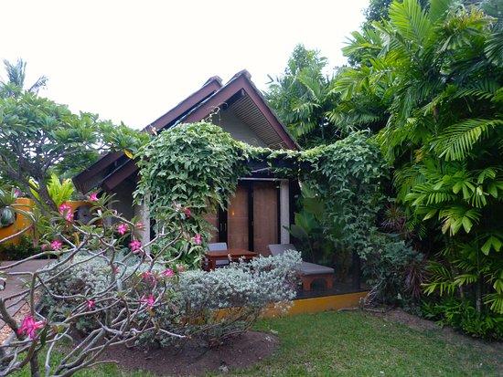 gartenbungalow movenpick resort spa karon. Black Bedroom Furniture Sets. Home Design Ideas