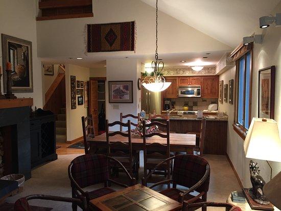 Beaver Creek, CO: Living Room & Kitchen