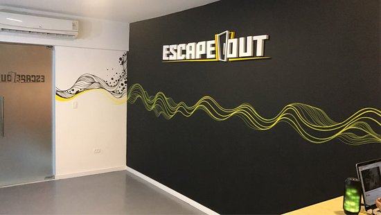 ‪Escape Out‬