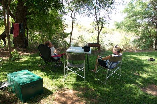 Caprivi Region, Namíbia: Shady campsite