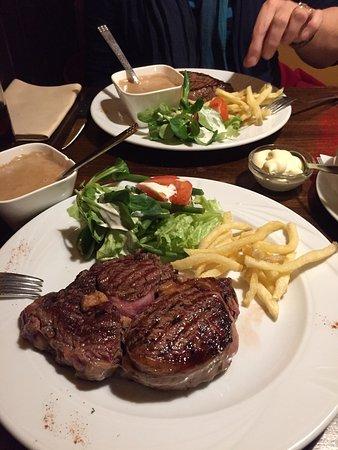 De Nachtuil : Steak goed maar niet bijzonder Tiramisu en Crème brulee heel er goed!