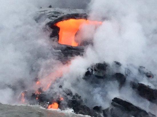 Pahoa, HI: Lava flowing into ocean