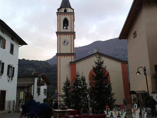 Santa Massenza, Włochy: Vie del borgo.