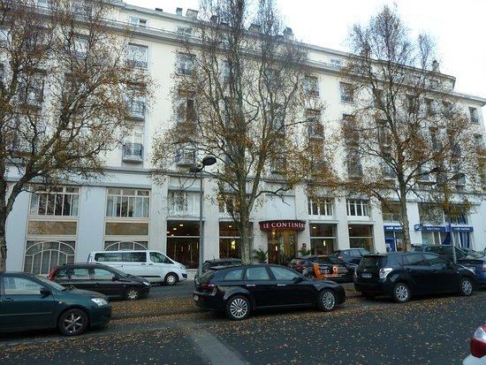 Hotel Le Continental : entrée rue Emile Zola