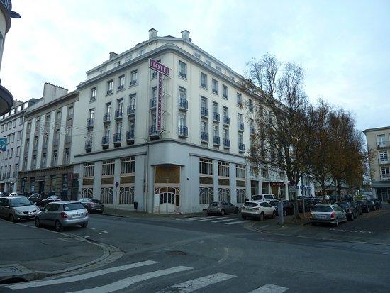 Hotel Le Continental : au croisement de la rue de Lyon et de la rue Emile Zola