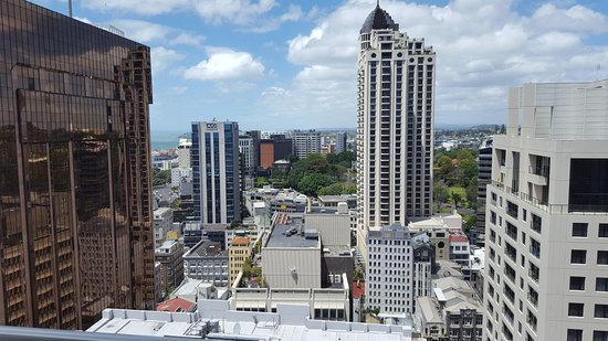 Barclay Suites Auckland: Looking East acrossto Albert Park
