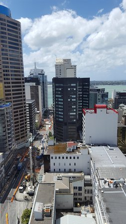 Barclay Suites Auckland: Looking down Albert Street