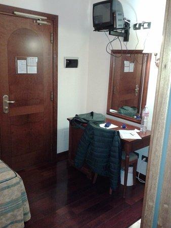 Hotel Corte Estense: La stanza con scrivania, tv e wi-fi