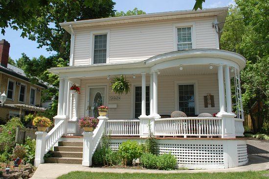 Accommodations Niagara Bed and Breakfast: Front vernadah