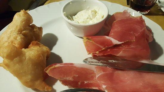 เซสโตฟิโอเรนติโน, อิตาลี: Antipasto con salumi e formaggio