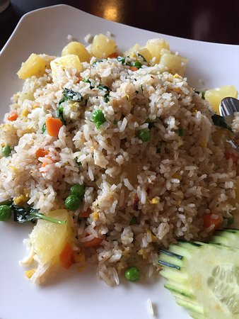 Golden Valley, MN: Outside, inside and Menu cover. Food: Green Curry and Basil Fried Rice with added Pineapple. Pic