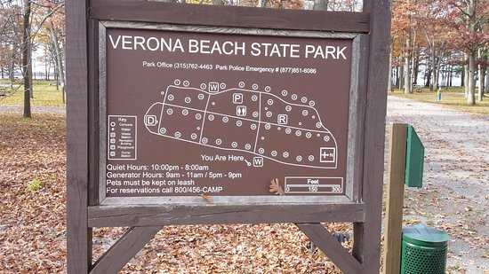 Verona Beach, Nova York: Entering Park to Walk Beach Area