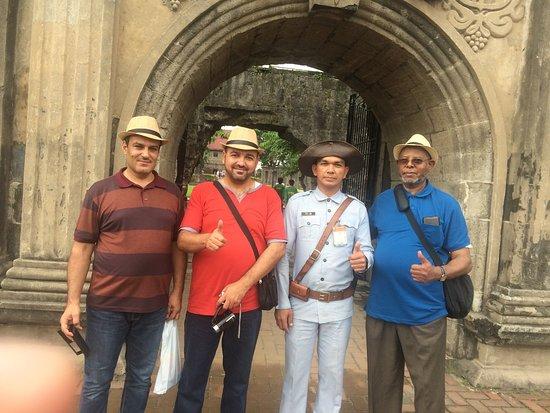 Casa Manila: Gate with guard