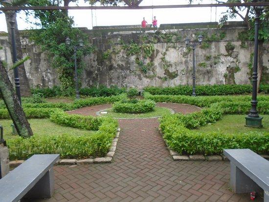 Casa Manila: Garden